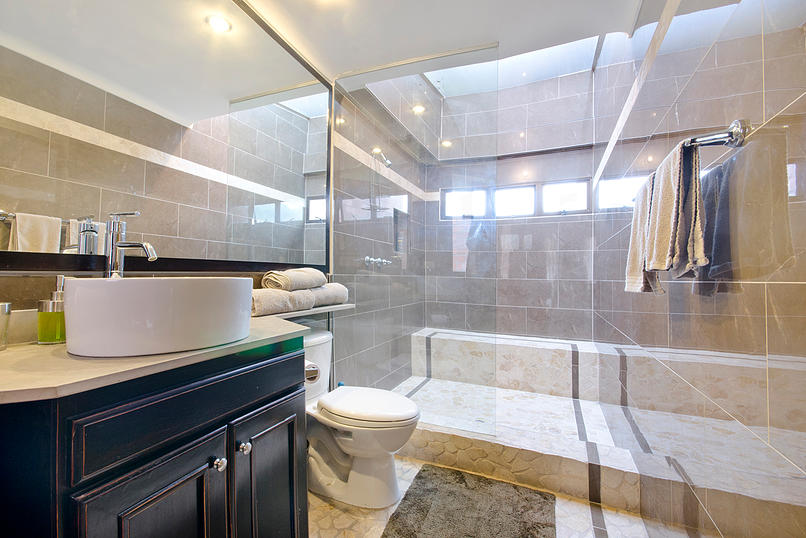 Alminar bathroom in apartment for sale in Medellin