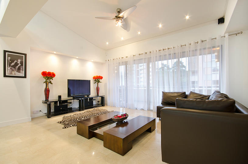 Alminar living room in Medellin apartment for sale