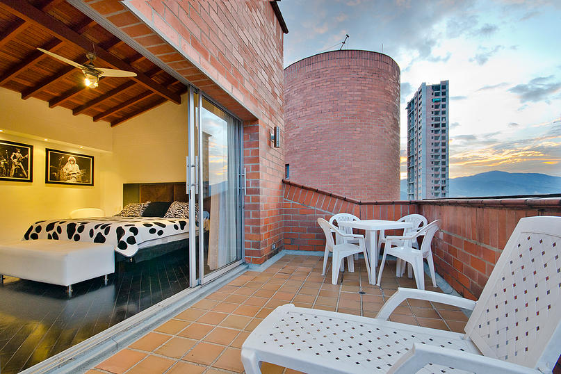 Alminar patio in Medellin apartment for rent