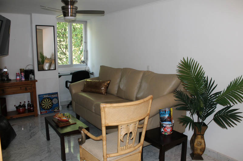 San Marino Apartment for rent - Living Room