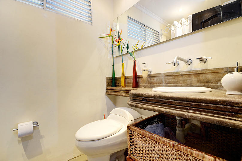 Punta bathroom in apartment for rent in Medellin