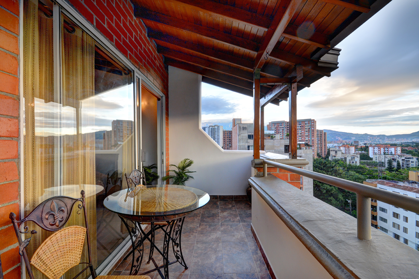 Balcony at sunset in Astorga duplex