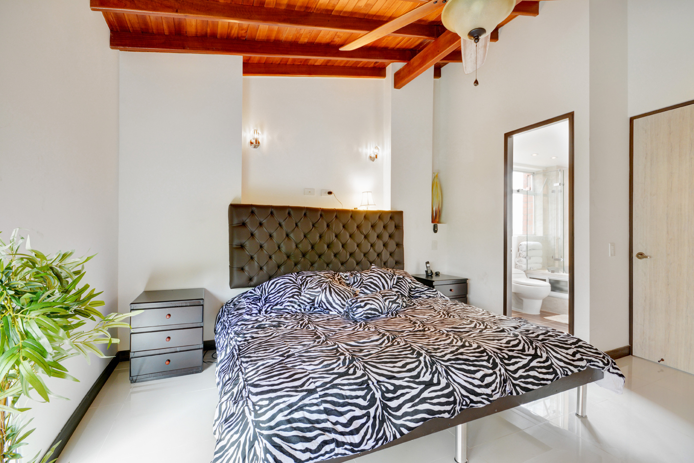 Bedroom 2 with ensuite bathroom in luxury Astorga Duplex for rent